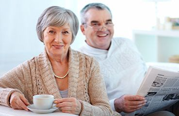 How does cataract surgery take place at iClinic and when is it best to undergo it?