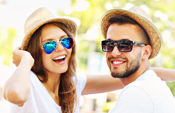 Only at iClinic you have the option of choosing sunglasses with the eye surgery.